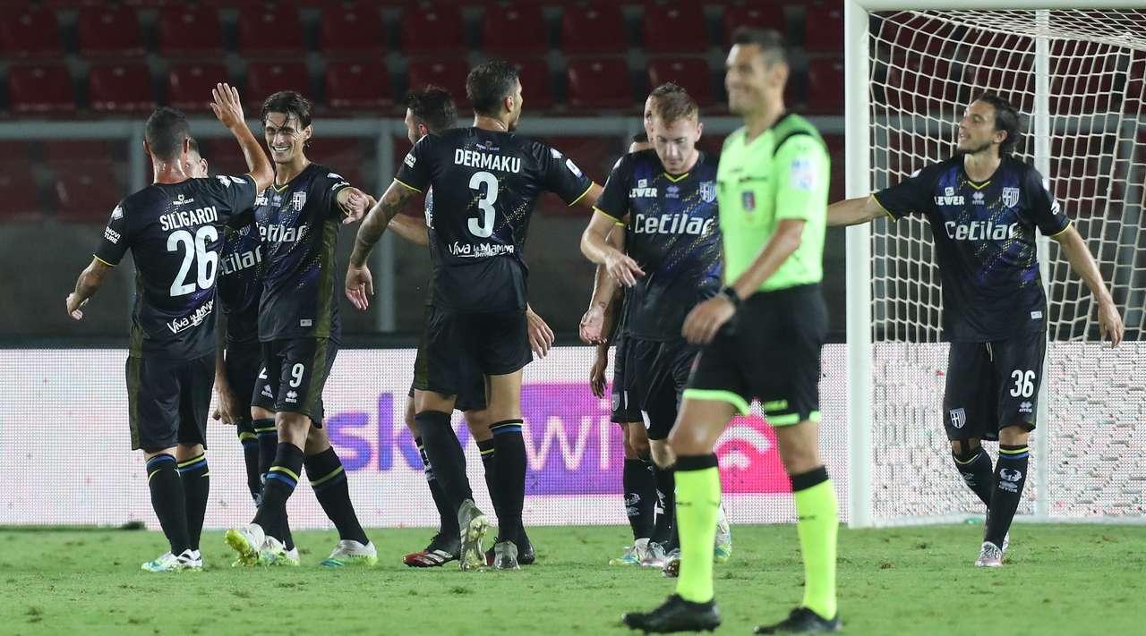 Roberto Inglese y Cornelius sentenciaron la victoria del Parma sobre Lecce.