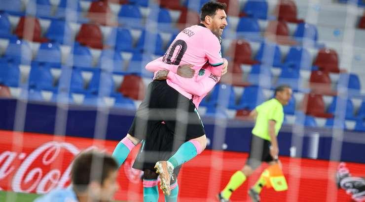 Ne hit! Lionel Messi (Barcelona), sağ alt köşeye ilk seferinde ateş etmek için kutunun içinde iyi bir sakinlik sergiliyor. 0: 1.