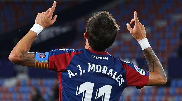 Hedef! Jose Morales (Levante) mükemmel bir pası kilitlerken ve sağ alt köşeye ilk seferinde bir şut atarken, kutunun içinde iyi bir farkındalık gösteriyor. Marti Roger gole yardım etti. 2: 2.
