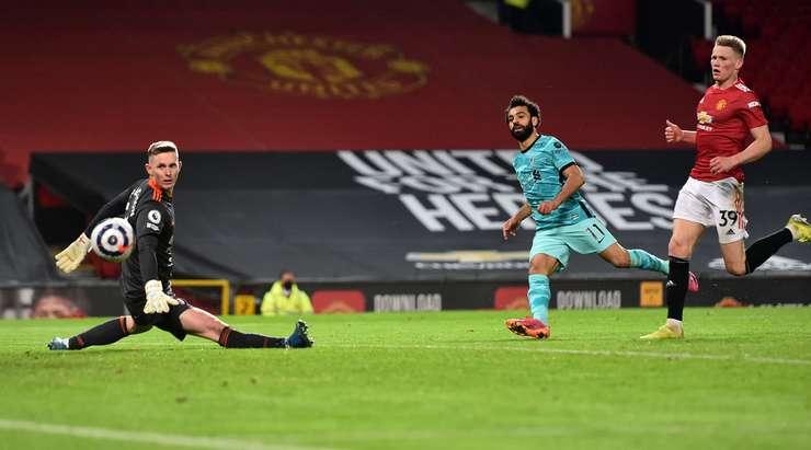 Mohamed Salah (Liverpool) güzel kişisel çabasını kutunun içinden muhteşem bir vuruşla bitiriyor.  Top sol alt köşeye uçarken Dean Henderson sadece bir seyirci.  Puan 2: 4'tür.