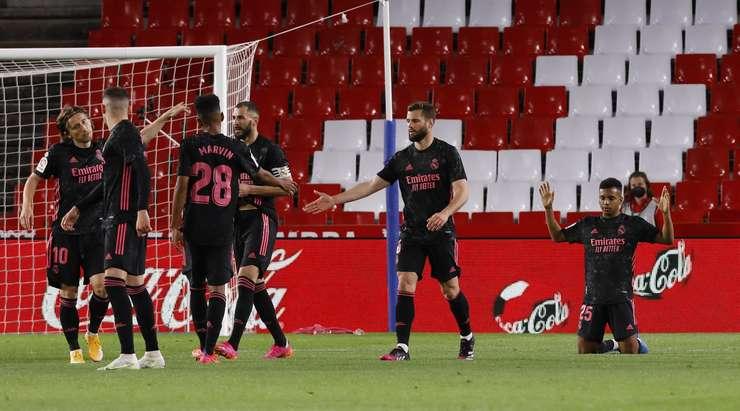 Rodrygo (Real Madrid) güzel kişisel çabasını kutunun içinden muhteşem bir vuruşla bitiriyor.  Top sol alt köşeye uçarken Rui Silva sadece bir seyirci.  Puan 0: 2'dir.