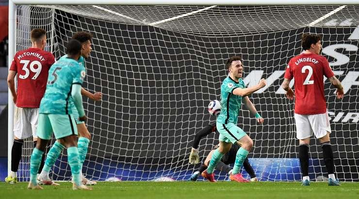 Ağın arkasında!  Nathaniel Phillips, topu yakın mesafeden eve yönlendiren Diogo Jota (Liverpool) 'a gönderdiği sırada sağlayıcı oldu.  1: 1.