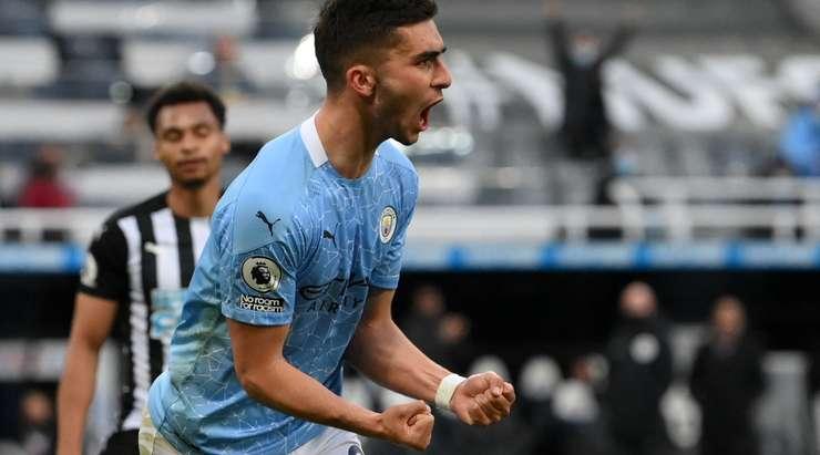 Ne gol ama! İlkay Gündoğan ceza sahasına bir orta yaptı ve Ferran Torres (Manchester City) muhteşem bir arka topuk golü attı! 1: 2.