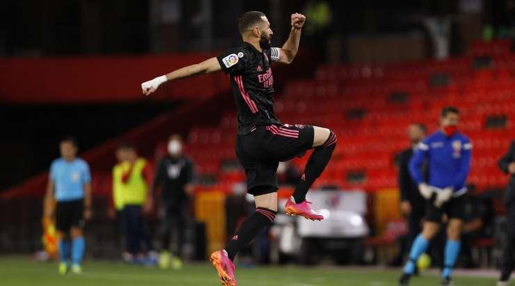 HEDEF!  Kaleci Rui Silva, topu uzun mesafeden fileye çarpan Karim Benzema'ya (Real Madrid) tamamen ıskaladı.  Şimdi 1: 4.