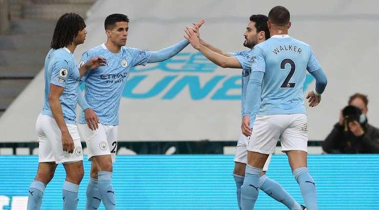 Joao Cancelo (Manchester City), çaresiz Martin Dubravka'nın yanından saptırılan bir atışla onu uzayda ve kutunun kenarından alır. 1: 1.