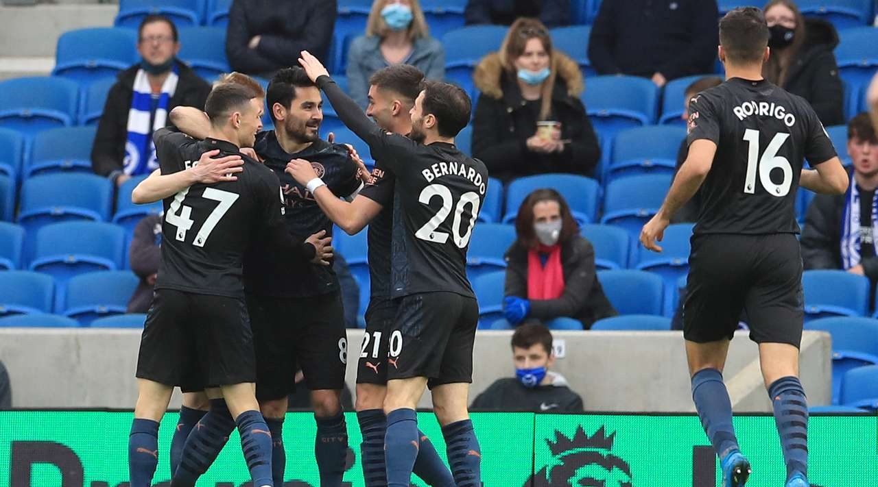 Ilkay Gundogan (Manchester City) jumps for a cross and plants a crashing header low into the middle of the net. Even though the goalkeeper was standing near, he couldn't make a save.