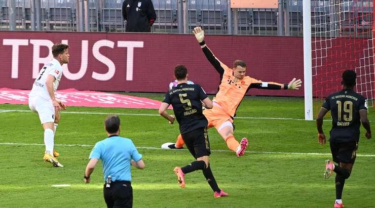 Harika takım golü!  Florian Niederlechner (Augsburg) bu alanda Andre Hahn tarafından serbest bırakıldı ve sol alt köşede güzel bir bitişle hata yapmadı.  4: 2.