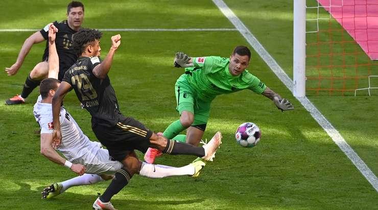 Kingsley Coman (Bayern Münih) gol atıyor!  İyi bir geçiş alır ve uzak mesafeden doğrudan bir çaba gönderir.  Sol direkten seken şutu kalecinin arkasında bitiyor.
