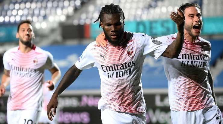 HEDEF!  Bu, Franck Kessie'nin (AC Milan) noktasından filenin sağına yapılan harika bir vuruş ve kaleci Pierluigi Gollini'ye hiç şans tanımıyor!