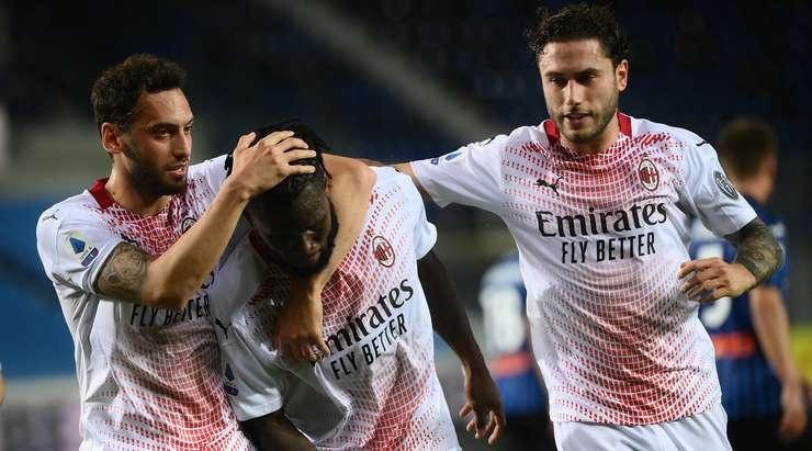 HEDEF!  Bu, Franck Kessie'nin (AC Milan) filenin sol alt tarafındaki noktasından kaleci Pierluigi Gollini'ye şans tanımayan harika bir vuruş!