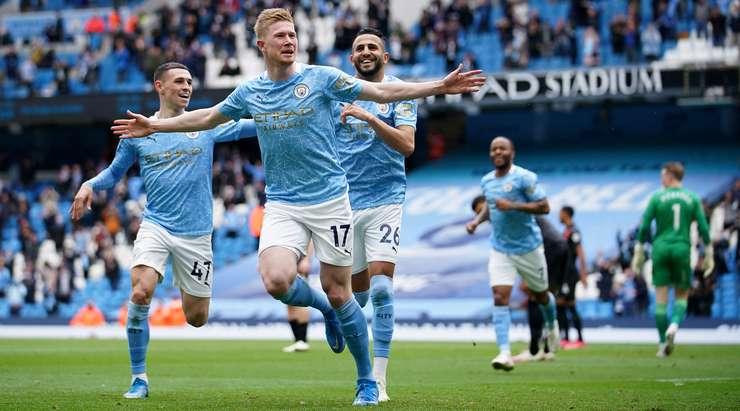 Hedef! Riyad Mahrez, Kevin De Bruyne'yi (Manchester City) akıllıca bir pasla bulur. Kutunun kenarındaki adamının içine girer ve sağ alt köşeye muazzam bir atış yapar. Fantezi Futbol! 1: 0.