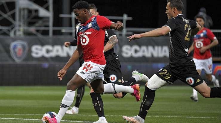Hedef! Renato Sanches, Jonathan David'in (Lille) ayaklarına pas attı ve kutunun içinden sol alt köşeye şut attı. 0: 1.