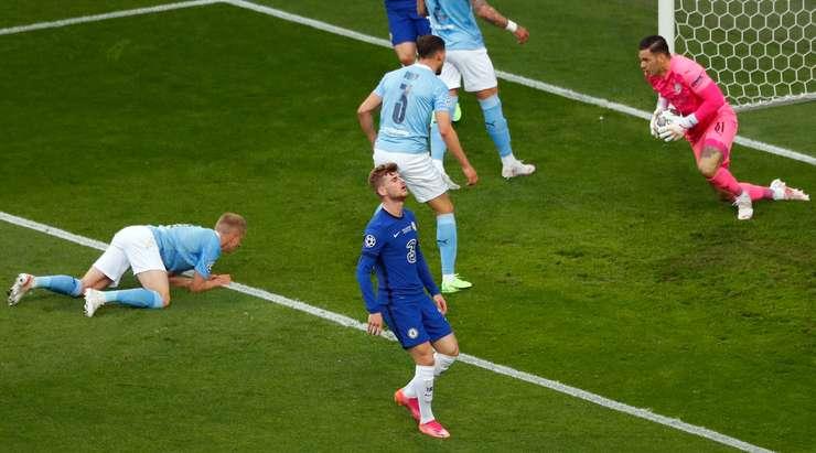 Timo Werner (Chelsea) düzgün bir pas aldıktan sonra ceza sahası içinde zaman ve boşluk buldu, ancak kalenin ortasına doğru yaptığı şutu Ederson tarafından rahatça kurtarıldı.