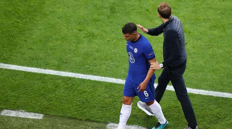 Thiago Silva (Chelsea) sakatlığı nedeniyle oyunda. Thomas Tuchel sahaya Andreas Christensen'i gönderiyor.