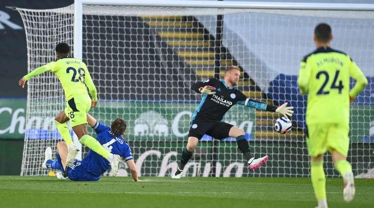 Hedef!  Yakın mesafeden topu filenin arkasına atan Callum Wilson'a (Newcastle Utd) şans veren rakibin feci bir hatası.  0: 1.