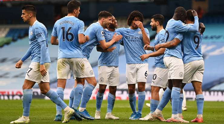 Gol Raheem Sterling (Manchester City)! Raheem Sterling (Manchester City), Sergio Aguero tarafından oyuna sokuldu ve topu ağın arkasına gömmek için kutunun içinde mükemmel bir soğukkanlılık gösterdi. 1: 0.