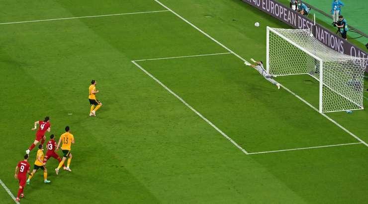 Gareth Bale (Galler) penaltıdan yakaladığı çok önemli gol fırsatından yararlanamıyor. Oyuncunun farklı bir şekilde üstten dışarı giden şutunda top tribünlere gidiyor.