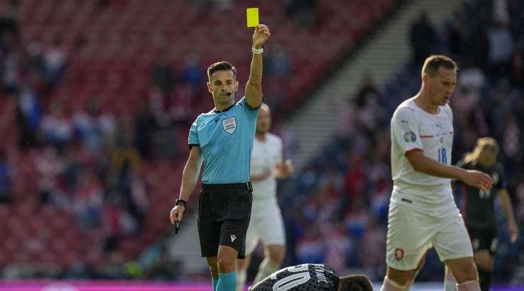 Jan Boril (Çek Cumhuriyeti) rakibini yere indirdikten sonra sarı kart gördü. Carlos Del Cerro'nun vermesi kolay bir karar vardı.