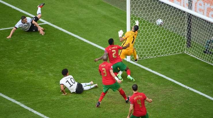 Robin Gosens (Almanya) ofsayt nedeniyle dışlanan bir golü var!