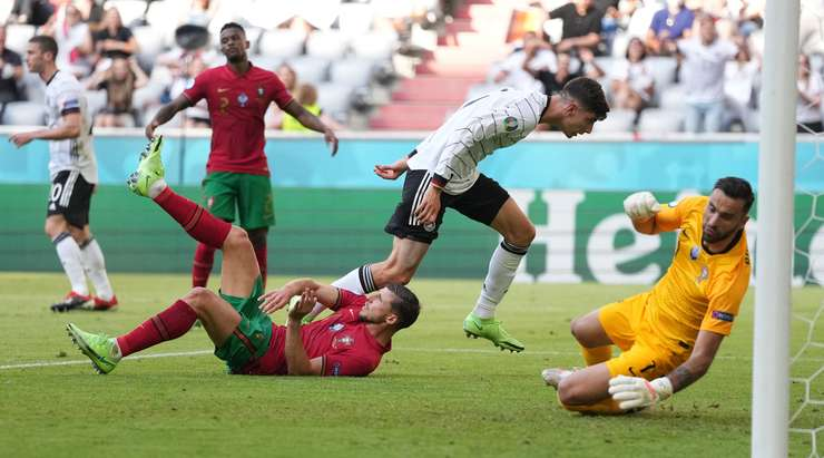 It's an own goal! A pitiful moment for Ruben Dias (Portugal), who tries to clear a cross into the six-yard box but instead sends the ball behind his own keeper. The score is 1:1.