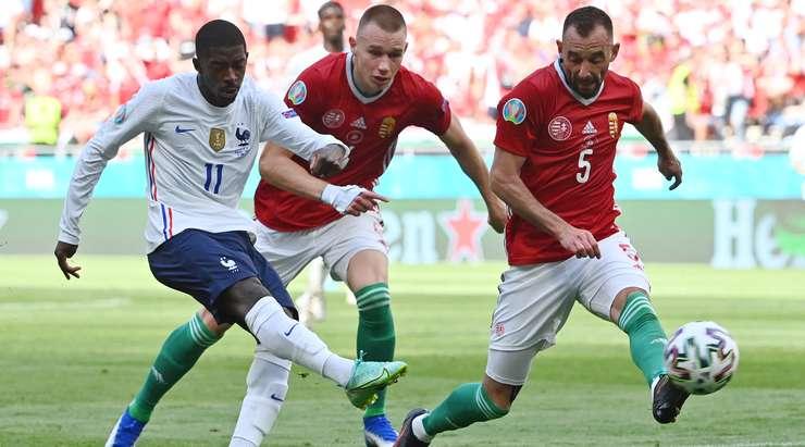 Ousmane Dembele (Fransa) kendisi için iyi bir şans yaratıyor ve orta mesafeden gol atıyor, ancak çabası doğru direğe saptığından skoru değiştiremiyor.
