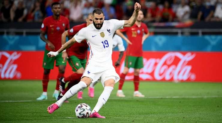HEDEF! Karim Benzema (Fransa) ağın solundan yaptığı vuruşta kaleci Rui Patricio'ya hiç şans tanımadı!
