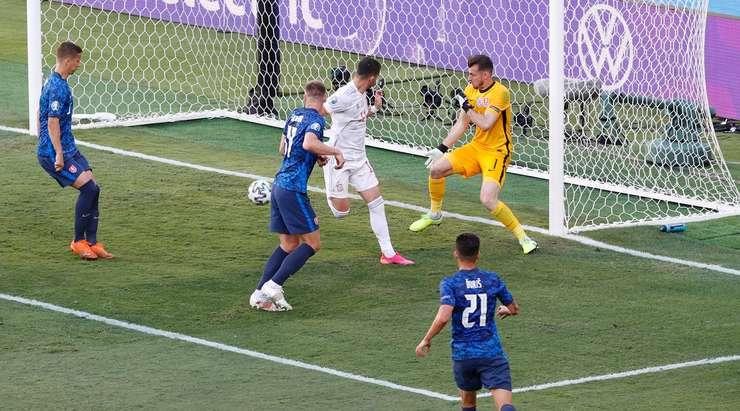 HEDEF! Ferran Torres (İspanya) muhteşem bir hamleyi topuktan harika bir golle bitiriyor. Pablo Sarabia harika bir pasla asist yaptı. 0:4.