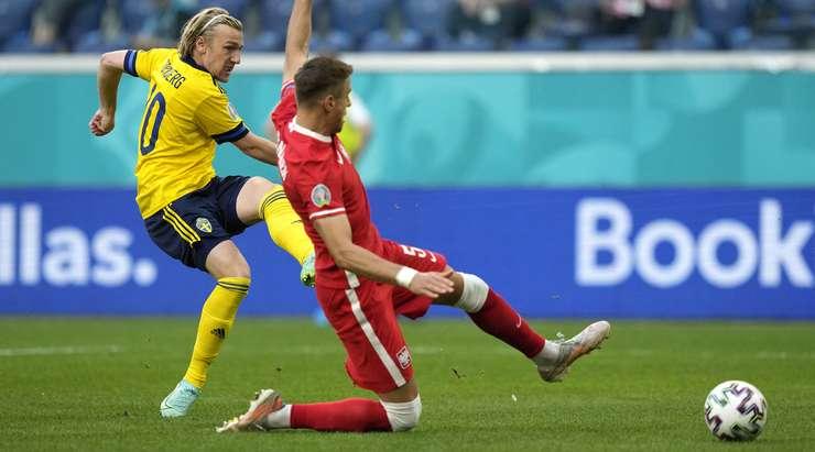 Emil Forsberg'in (İsveç) inanılmaz bir bireysel çabası ceza sahası içinden bir vuruşla sona eriyor. Topu tam olarak sağ alt köşeye gönderiyor ve 1:0 yapıyor. Wojciech Szczesny çaresizdi.