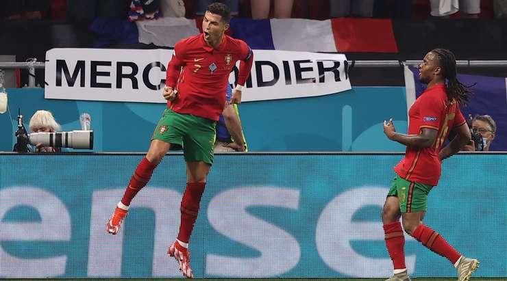 HEDEF! Bu, Cristiano Ronaldo'nun (Portekiz) ağın sol alt köşesinden yaptığı harika bir vuruş ve kaleci Hugo Lloris'e hiç şans tanımadı!
