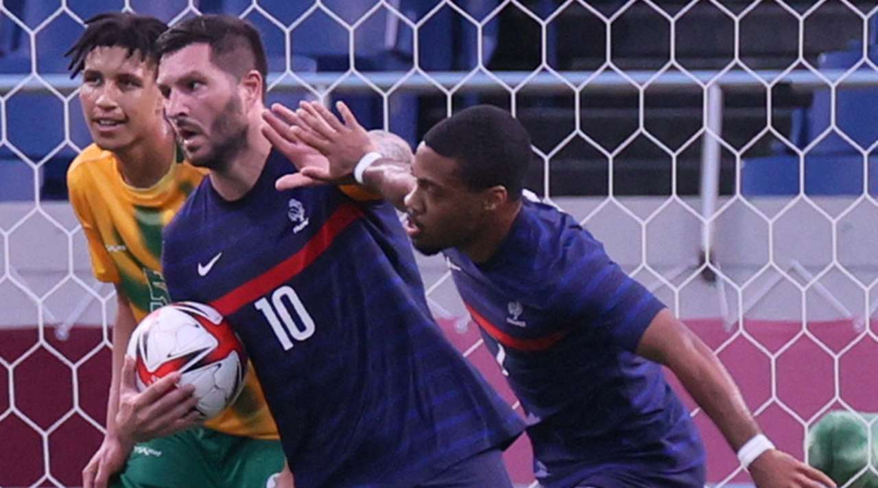 Goal! Andre-Pierre Gignac (France) makes the score 2:2 after burying a close-range header into the roof of the net after a good run and cross by Clement Michelin.