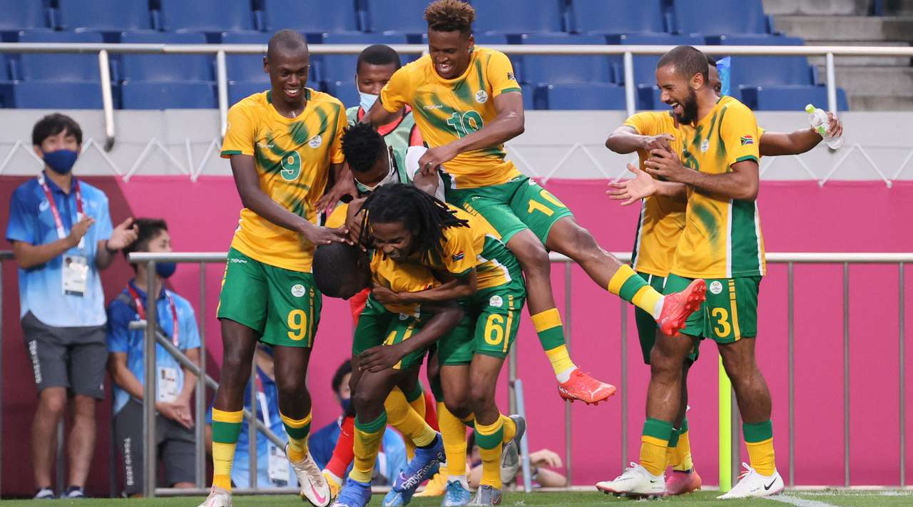 What a hit! Teboho Mokoena (South Africa) makes a run to receive the ball and produces a powerful shot from mid-range which deflects in off the inside of the right post, beating the surprised goalkeeper.