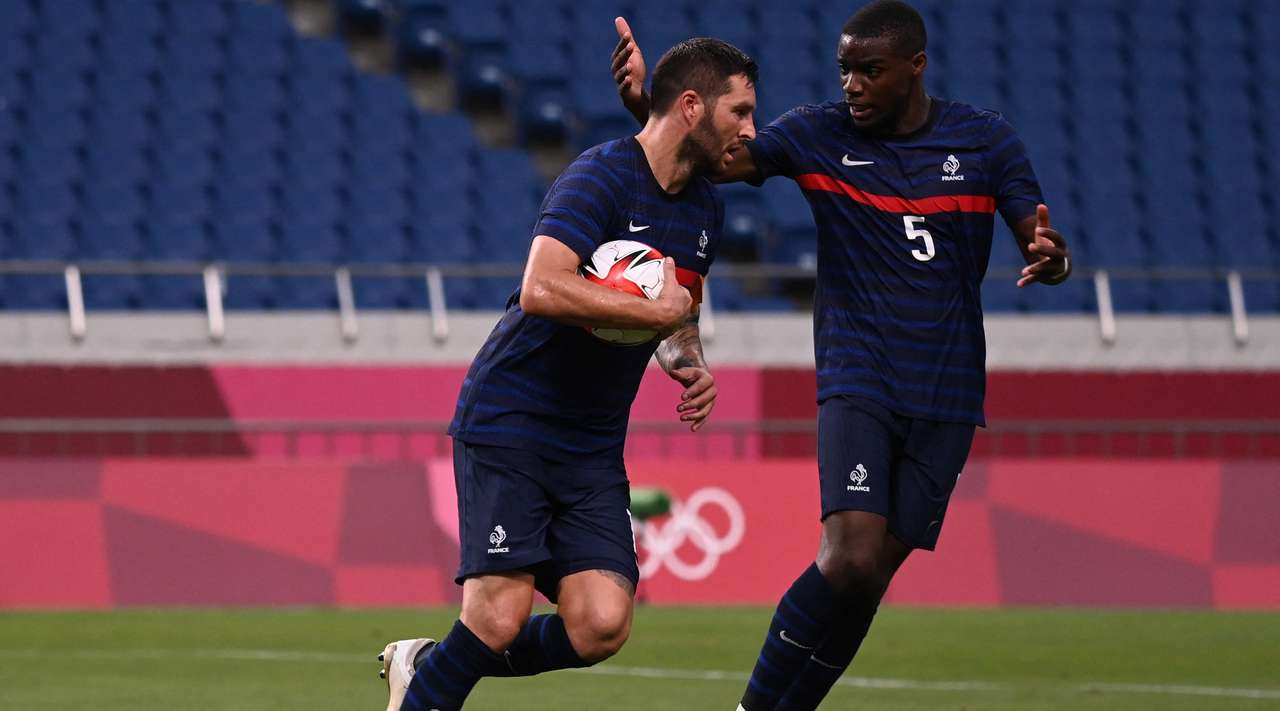 GOAL! That's a perfect strike from the spot by Andre-Pierre Gignac (France) into the top left hand corner, giving goalkeeper Ronwen Williams no chance!