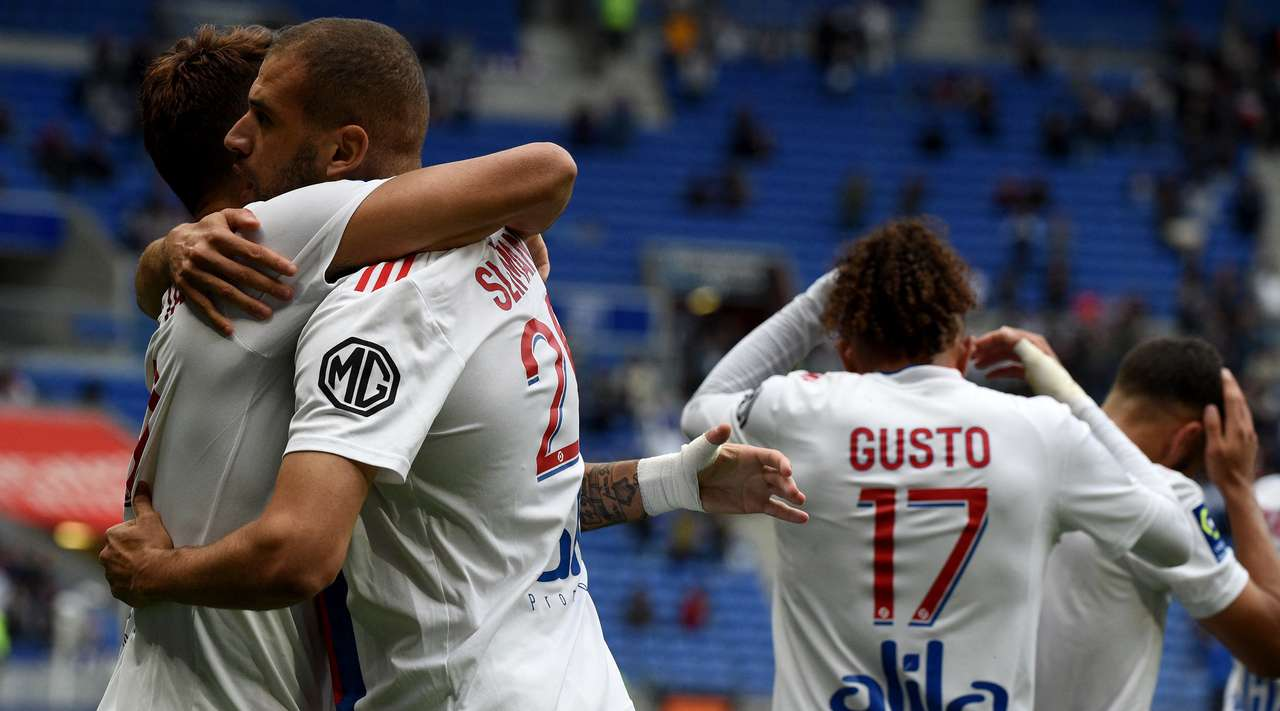Islam Slimani (Lyon) collects a delightful pass inside the box and nets with a perfect low drive into the middle of the goal. What a clinical finish!